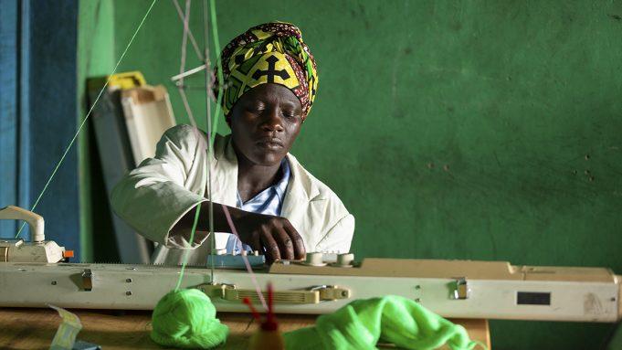 Nas economias informais, as mulheres são a base da pirâmide econômica